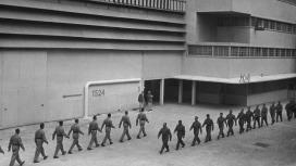 La fábricas mecanizadas de Louis con orden militar.